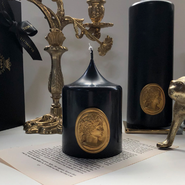 gold cameo pillar candle - black (s)