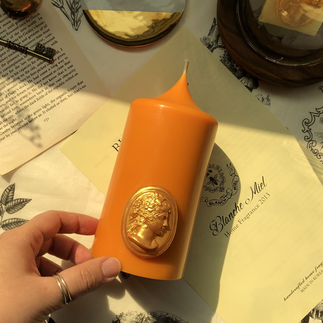 gold cameo pillar candle - orange (m)