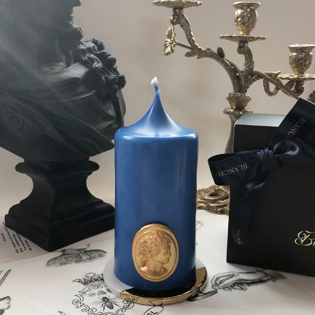 gold cameo pillar candle - blue (m)